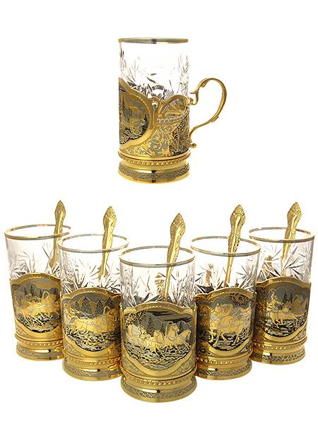 Чайный набор Русская тройка на 6 персон позолоченный в подарочной коробке, ЗлатоустНабор для чая на 6 персон позолоченный.&#13;<br>Состоит из 6 подстаканников в комплекте с ложками и стаканами.&#13;<br>Весь набор упакован в стильную дизайнерскую коробку.&#13;<br>Ручная работа.<br>