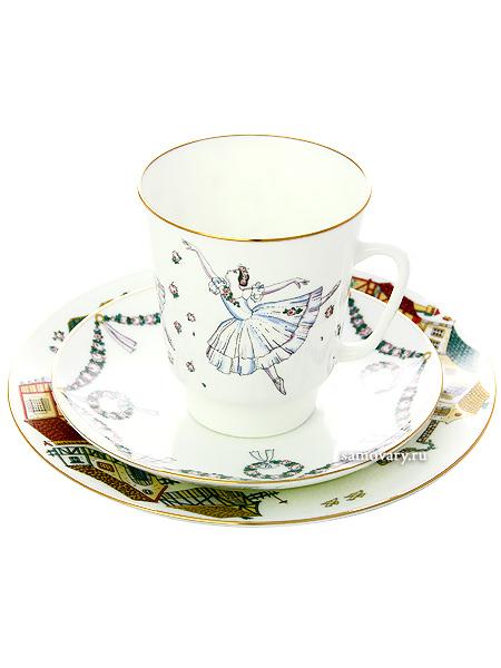 Комплект кофейный: чашка и два блюдца форма Майская, рисунок Балет Жизель, Императорский фарфоровый заводПодарочный фарфоровый комплект - чашка и два блюдца.<br>Объем чашки - 165 мл.<br>