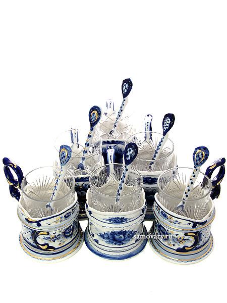 Набор подарочный Гжель Русский сувенирЧайный комплект на 6 персон: подстаканники, керамические ложки, хрустальные стаканы.<br>