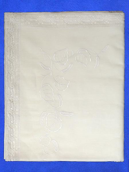 Льняная скатерть «Березка» светло-бежевая прямоугольная со светлым кружевом и кружевной вышивкой (Вологодское кружево), арт. 11ст-326,