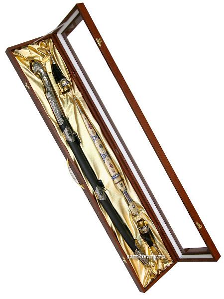 Сувенирный набор Кавказ 3Набор из шашки, кинжала и двух сувенирных рогов.&#13;<br>Не является оружием.<br>