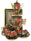 Набор самовар электрический 3 литра с художественной росписью Хохлома на синем мелкая с чайным сервизом и подносом, арт. 103558сСамовары электрические<br>Комплект с термостойкой художественной росписью: тульский латунный самовар, металлический поднос, керамические чайник, сахарница и 6 чайных пар.<br>